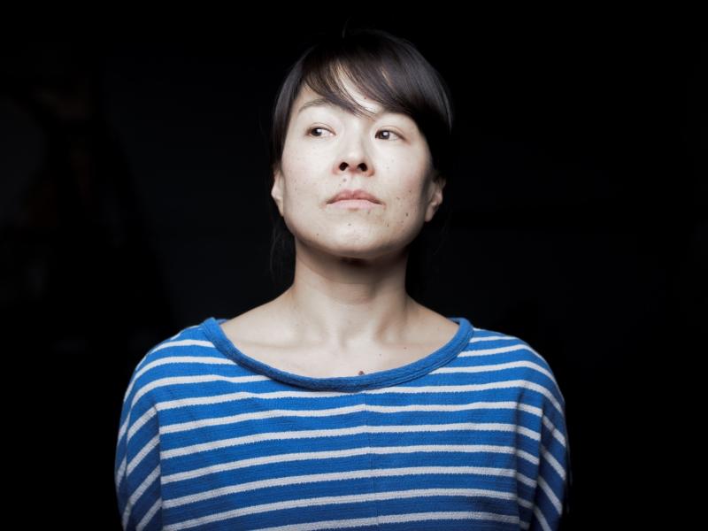 Portrait-photo-pro-artiste-céramiste-Akashi-murakami-Gard-Occitanie-France.