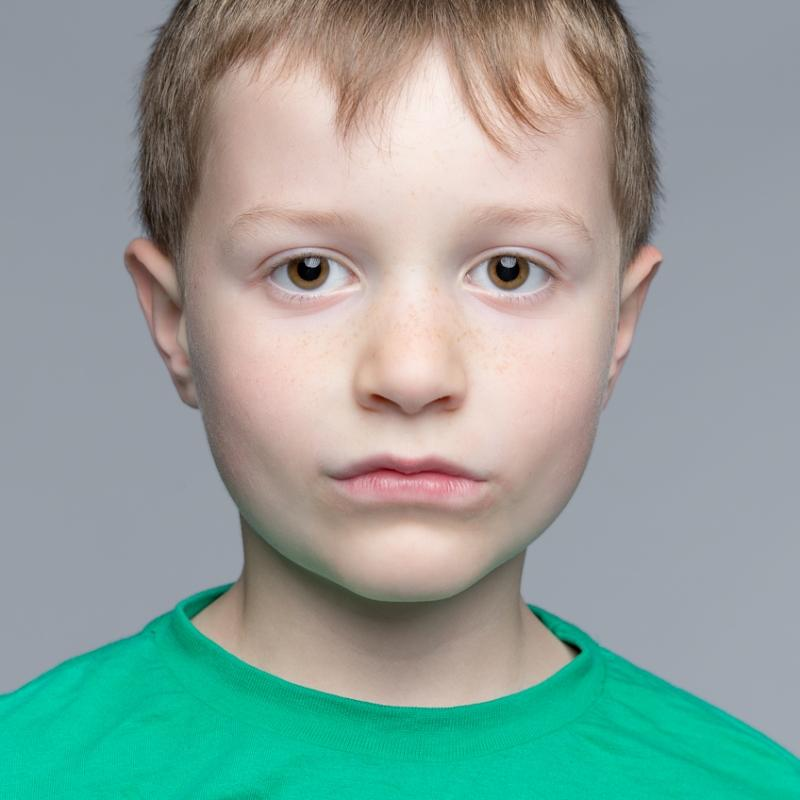portrait-enfant-studio-photographe-portrait-montpellier